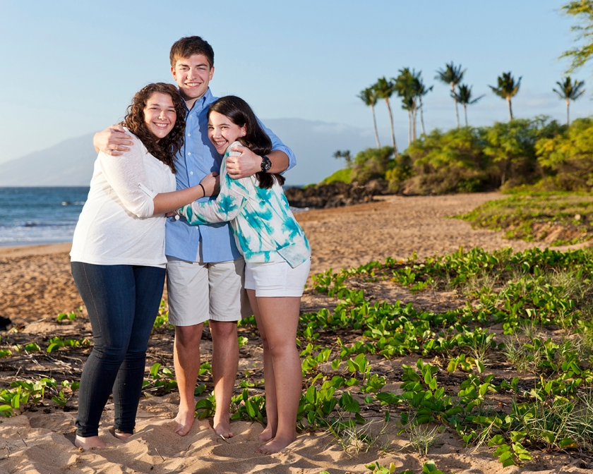 Sibling portrait on Maui's beautiful south side with views of the West Maui mountains, palm trees and the ocean.