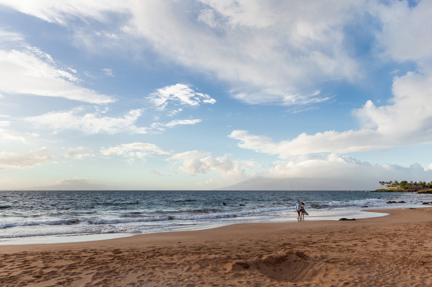 fun-romantic-maui-beach-engagement-portraits-2